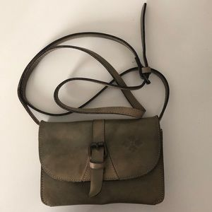 Patricia Nash Tori crossbody -like new!